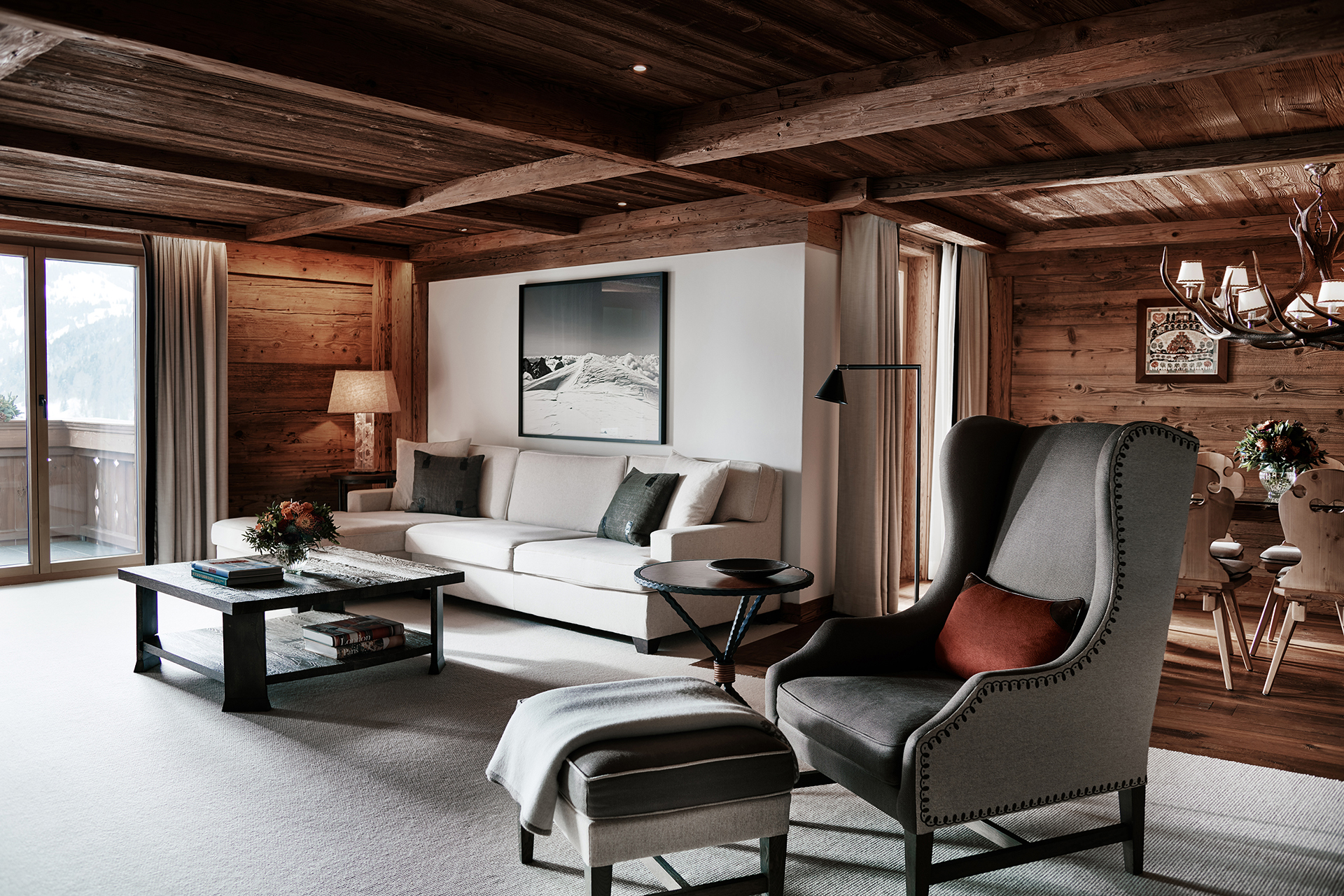 TheAlpinaGstaad_Rooms&Suites_0064_1920.jpg