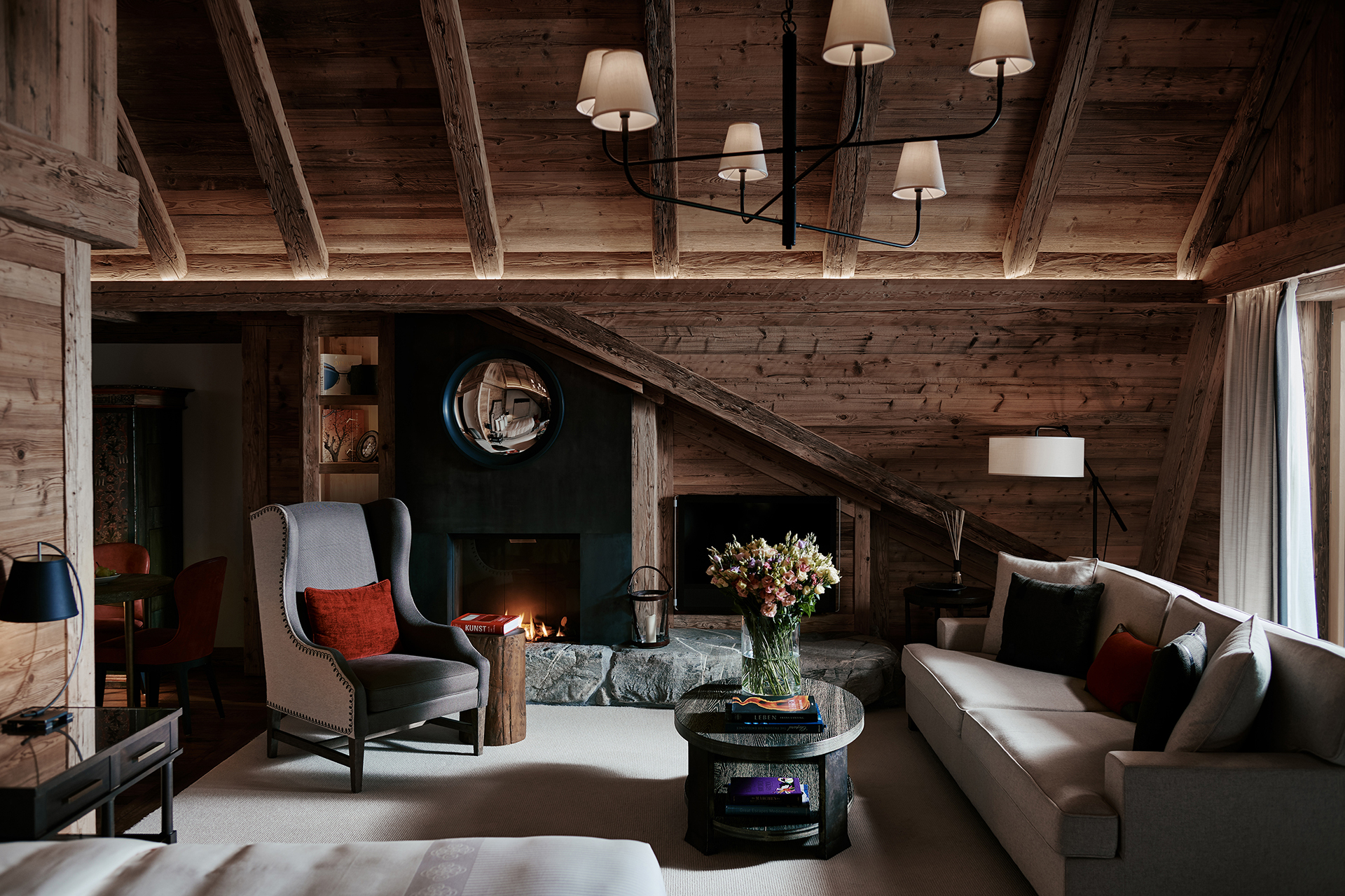 TheAlpinaGstaad_Rooms&Suites_0047_1920.jpg