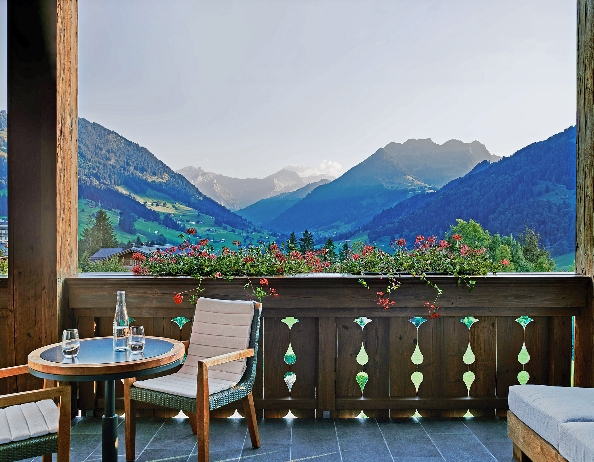 TheAlpinaGstaad_Rooms&Suites_0177_1920.jpg