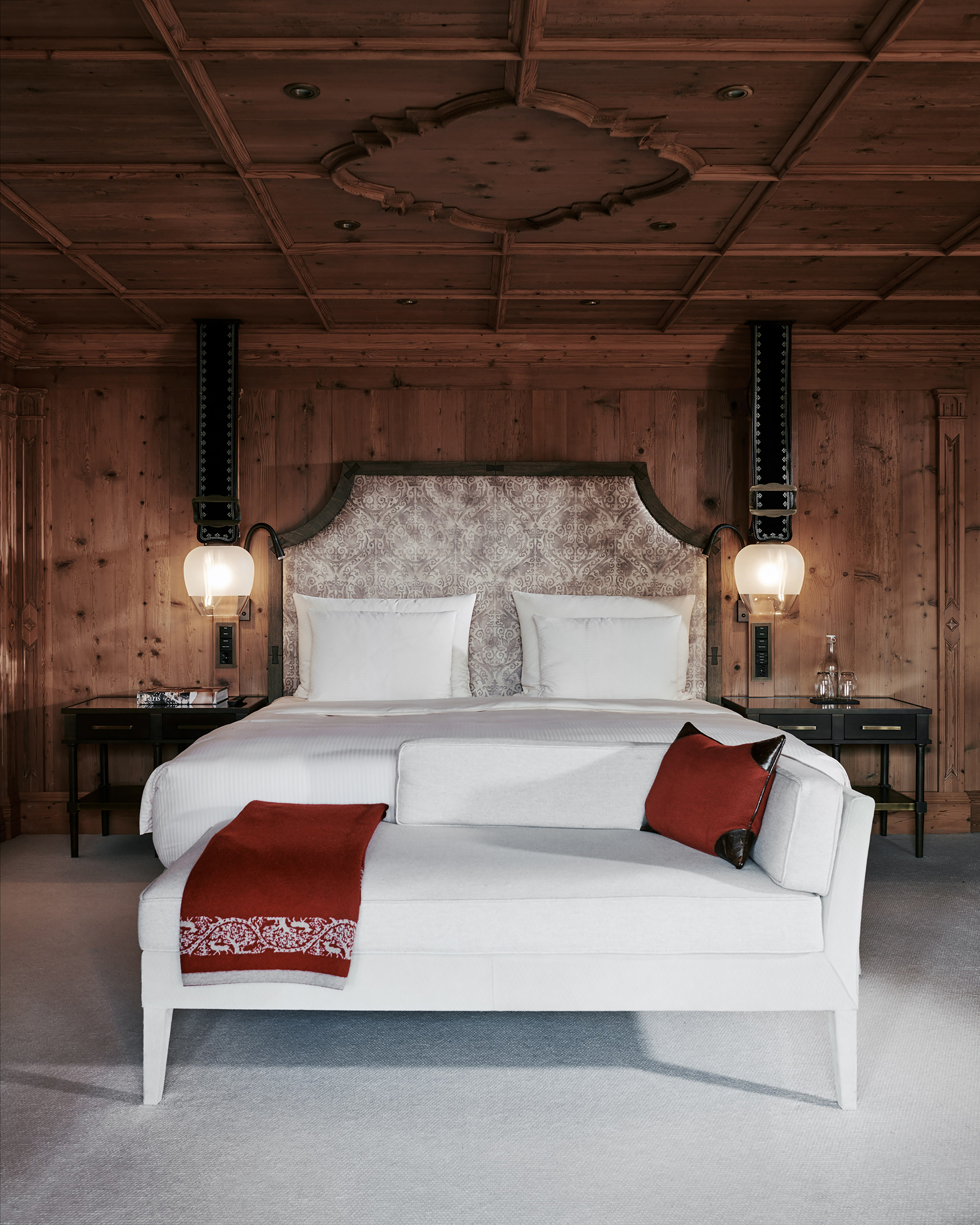 TheAlpinaGstaad_Rooms&Suites_0190_1920.jpg
