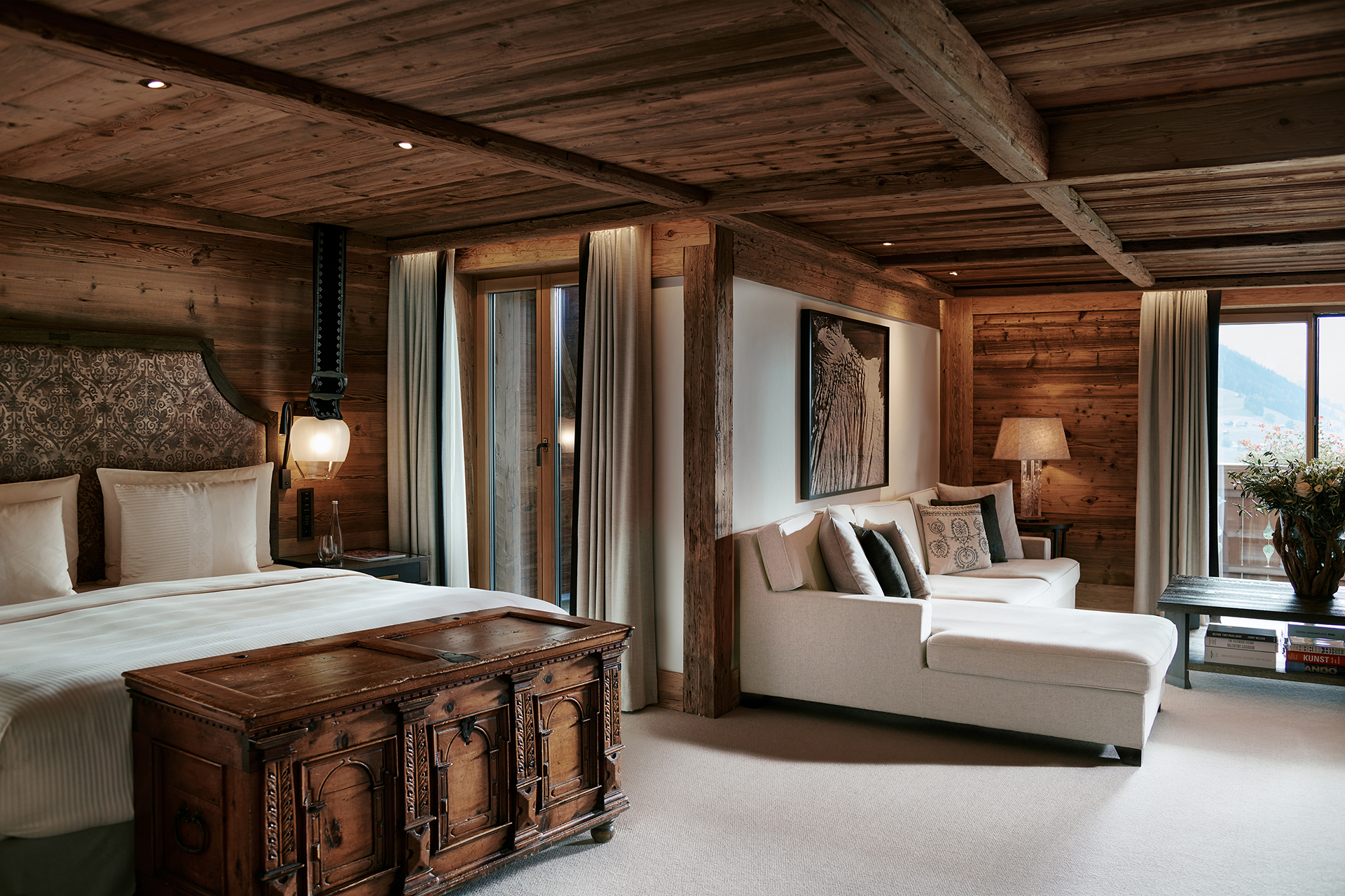 TheAlpinaGstaad_Rooms&Suites_0038_1920.jpg