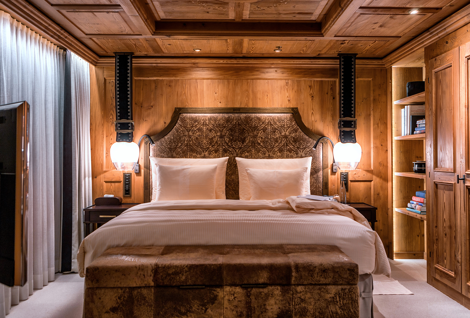 TheAlpinaGstaad_Rooms&Suites_0297_1920.jpg