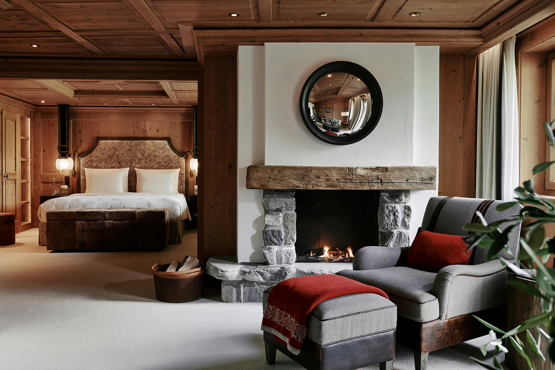 TheAlpinaGstaad_Rooms&Suites_0036_1920.jpg