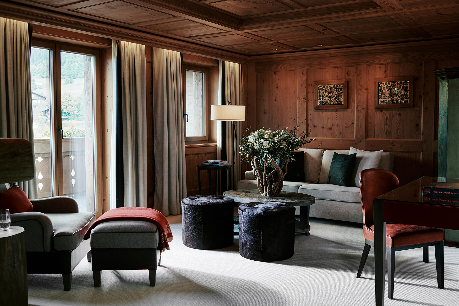 TheAlpinaGstaad_Rooms&Suites_0210_1920.jpg