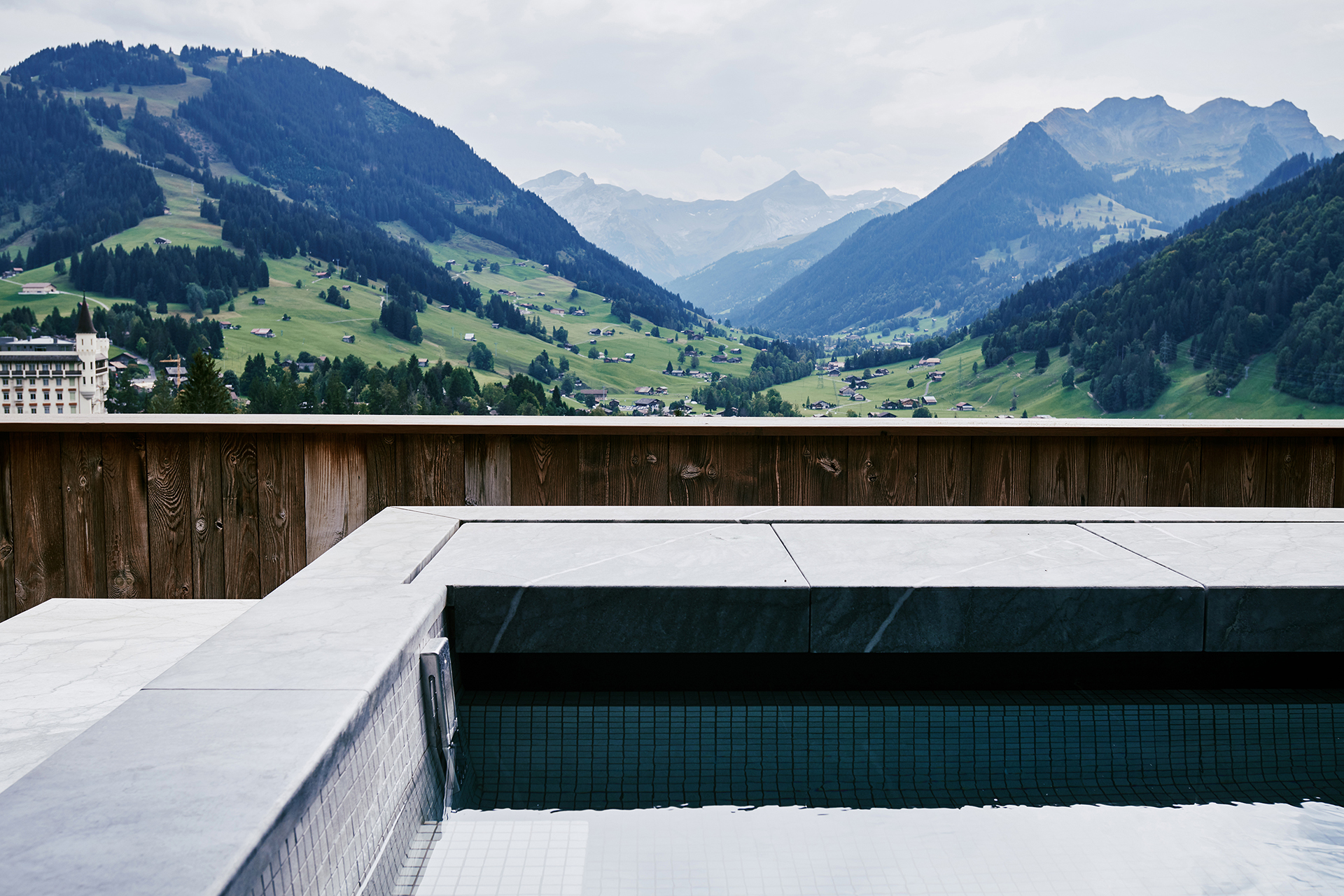 TheAlpinaGstaad_Rooms&Suites_0028_1920.jpg