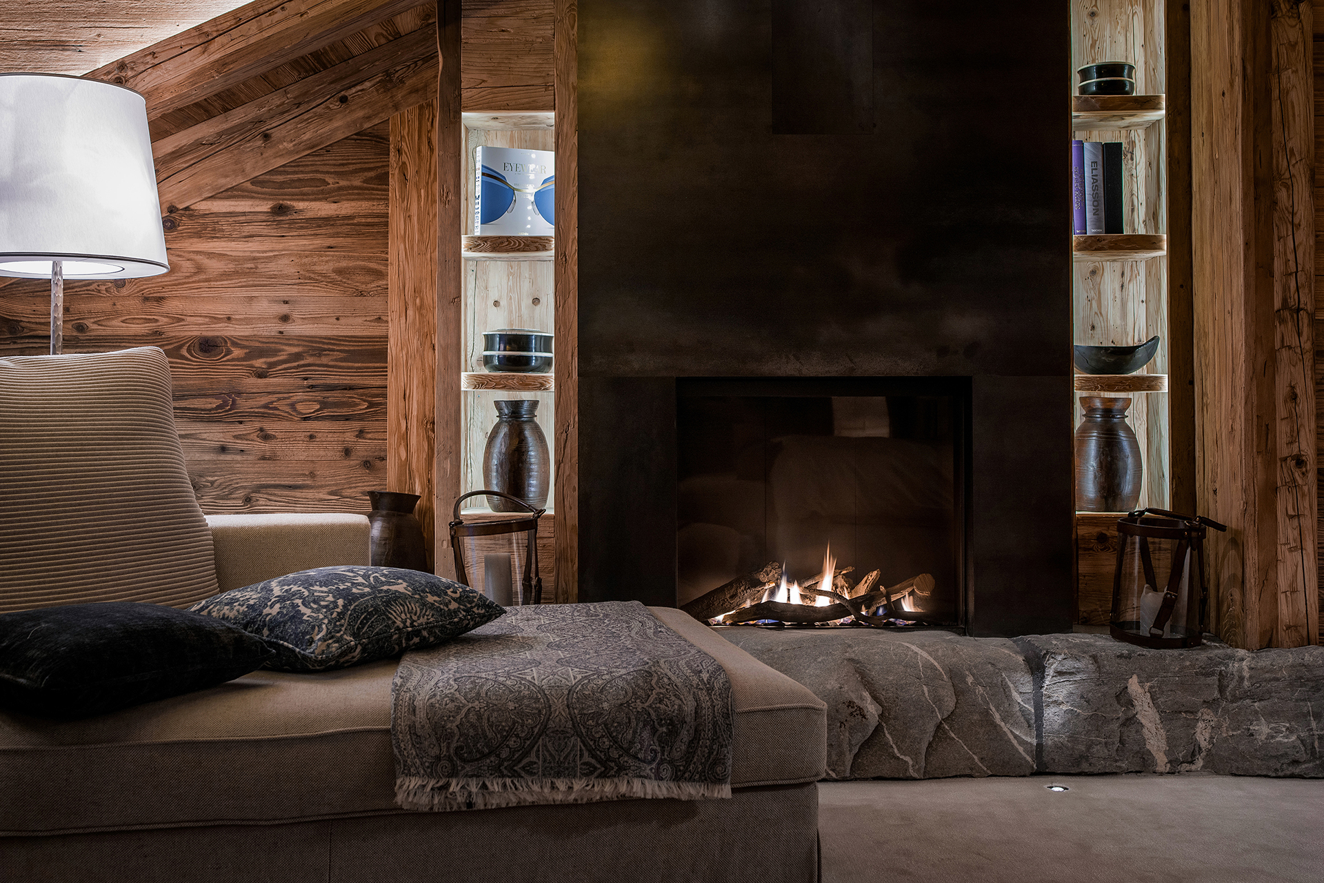 TheAlpinaGstaad_Rooms&Suites_0146_1920.jpg