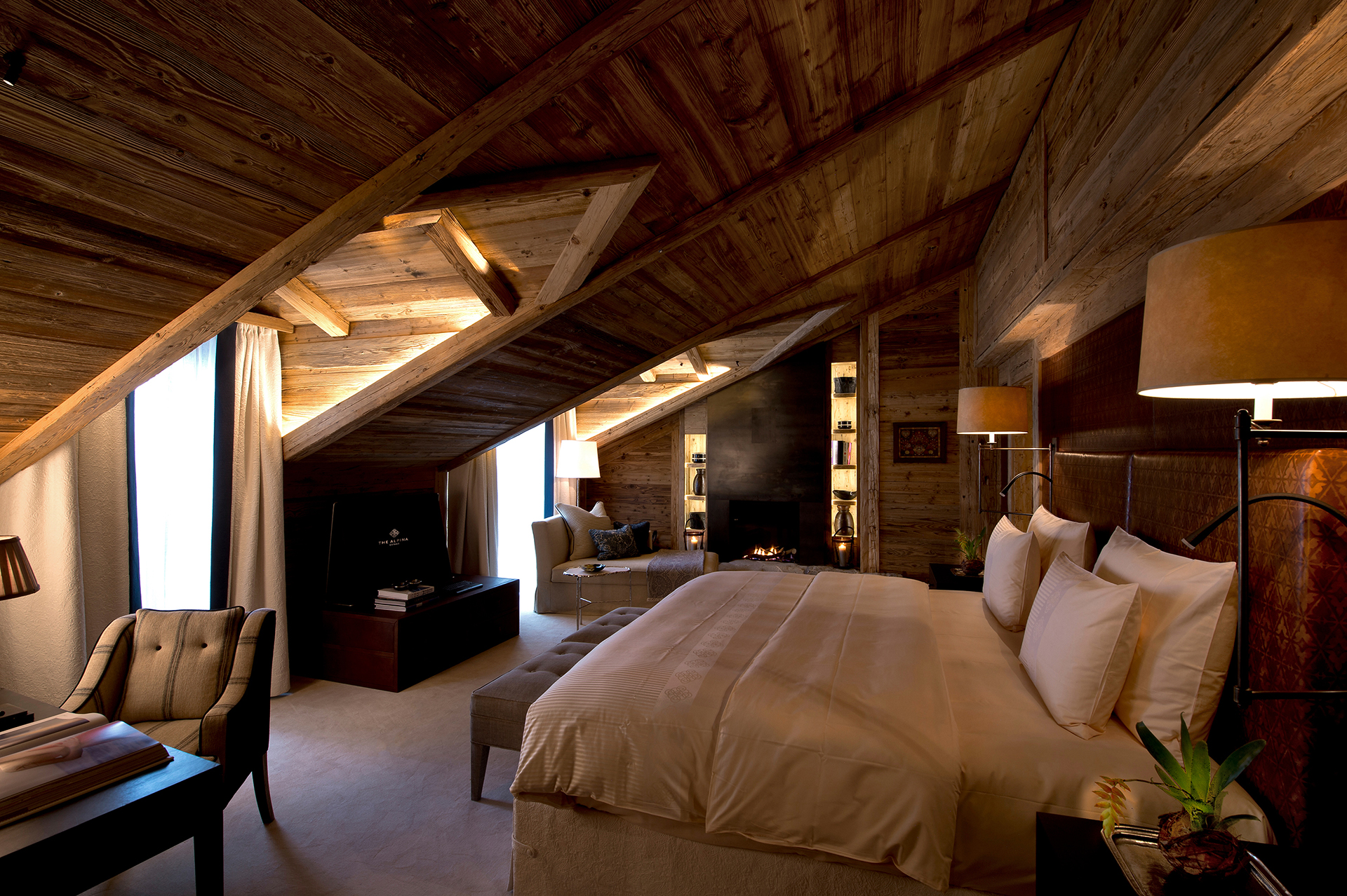 TheAlpinaGstaad_Rooms&Suites_0151_1920.jpg