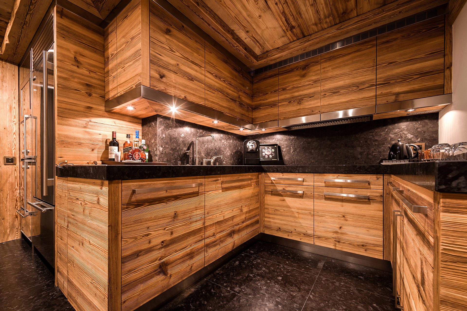 TheAlpinaGstaad_Rooms&Suites_0292_1920.jpg