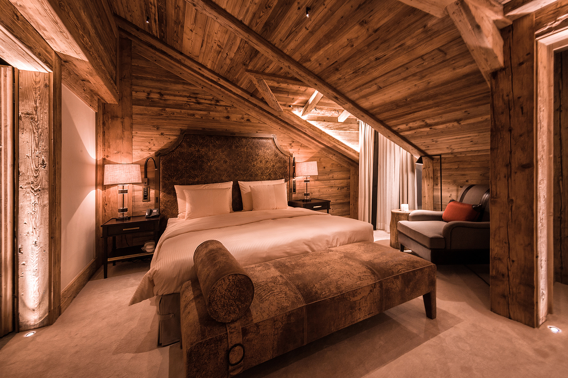 TheAlpinaGstaad_Rooms&Suites_0294_1920.jpg